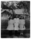 Druskieniki, trzy uczennice Pensjonatu pani Sylwestrowicz: Halinka, Irena (Vincenz) i Wandzia