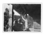 Basia, Irena i Jędrek Vincenzowie na balkonie domu w Bystrzecu