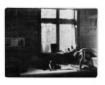 Bystrzec, wnętrze domu, okno wschodnie, Jędrek Vincenz czytający książkę