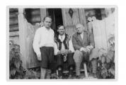 Hans Zbinden, Petrycio Gotycz i Stanisław Vincenz przed domem w Bystrzecu