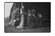 Bystrzec, grupa z Stanisławem Vincenzem, pani Pilatowa, M. Treszko przed domem huculskim