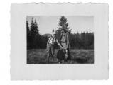 Bystrzec, Basia Vincenz z czarną owcą i pasterzem na pastwisku