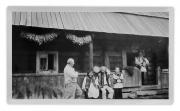 Żabie, podczas święta parafialnego przed domem rodziny Hrabczuczk