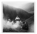 Czarnohora, wyprawa w góry. Niuta Lipszyc, NN, Paraska (stoi), Irena Vincenzowa, Kasia Pobiarzyn