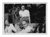 Uriage, Stanisław Vincenz, Hans Zbinden, Irena Vincenzowa przed domem z kotami