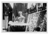 Uriage, Stanisław Vincenz przed domem z kotami