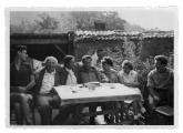 La Combe, La Chapelle. Andrzej, Stanisław i Irena Vincenzowie, John i Ruth Marbachowie, NN, Dante Elsner