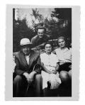 La Combe, La Chapelle. Stanisław i Irena Vincenzowie, Marta Nakoneczna (siedzi), Wojtek Kasznica (stoi)