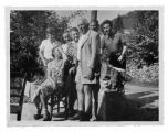 """Anna-Liza Engel, Halszka Vincenz, """"Babcia"""" Jeanne Kluczyńska, Stanisław i Kazimierz Vincenz, Dante Elsner"""