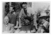 La Combe, La Chapelle. Stoją: Dante Elsner, Andrzej Vincenz, siedzą: inżynier Klein, ksiądz Colombet, Stanisław Vincenz
