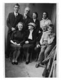 Genewa, u Bobkowskich. Siedzą: Halszka Vincenz, pani Bobkowska, Stanisław Vincenz, NN. Stoją: NN, Wiesław Wohnout, NN, Barbara Vincenz