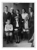 Genewa, u Bobkowskich. Siedzą: NN, pani Bobkowska, Stanisław Vincenz. Stoją: NN, Wiesław Wohnout, Barbara Vincenz, Kazimierz Vincenz