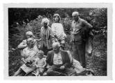 La Combe, Pré du Fourneau, w pierwszym rzędzie: Germaine i Nicolas Bichet, Stanisław Vincenz, w drugim rzędzie: Józef Czapski, Maria Czapska, Pamela Rand, Louis Bichet